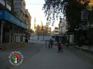 """piazza Abo Hashish, """"il più bel campo di calcio al mondo"""" (foto Yarmouk Camp News)"""