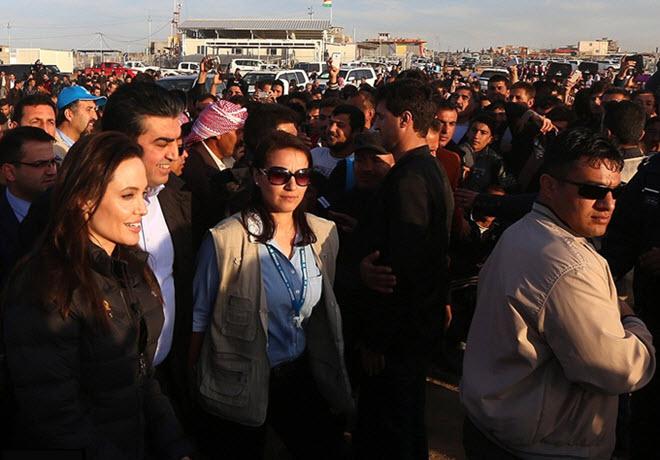 Angelina Jolie visita i campi profughi nel Kurdistan iracheno (foto e video)