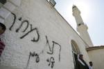 Cisgiordania: estremisti israeliani bruciano moschea