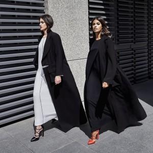 L'abaya minimalista di Bouguessa