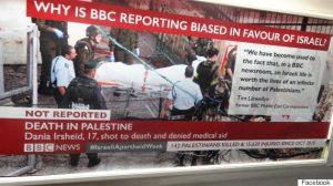 Attivisti pro-Palestina tappezzano metro di Londra con manifesti contro Israele