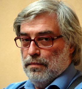 Iran, le proteste e l'urlo del velo al vento. Intervista a Ahmad Rafat