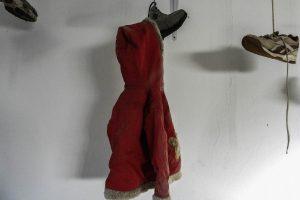 ARTICOLO ZARZIS 22_COPERTINA_Il museo della memoria, il cappottino rosso di una bambina_Zarzis